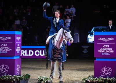 13.01.2019 Siegerehrung Longines FEI Jumping World Cup™ Martin Fuchs mit Clooney